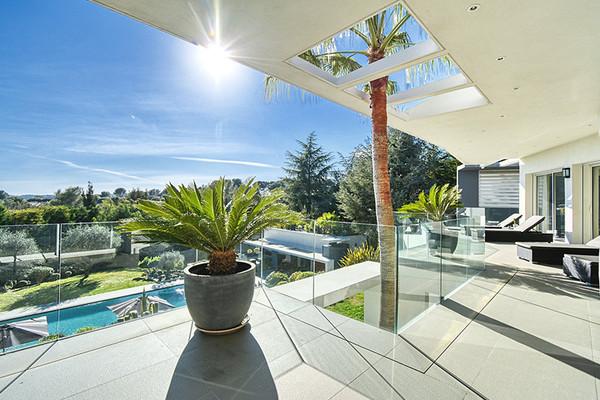 5 Magnifiques Villas Contemporaines à vendre dans le réseau Codwell Banker